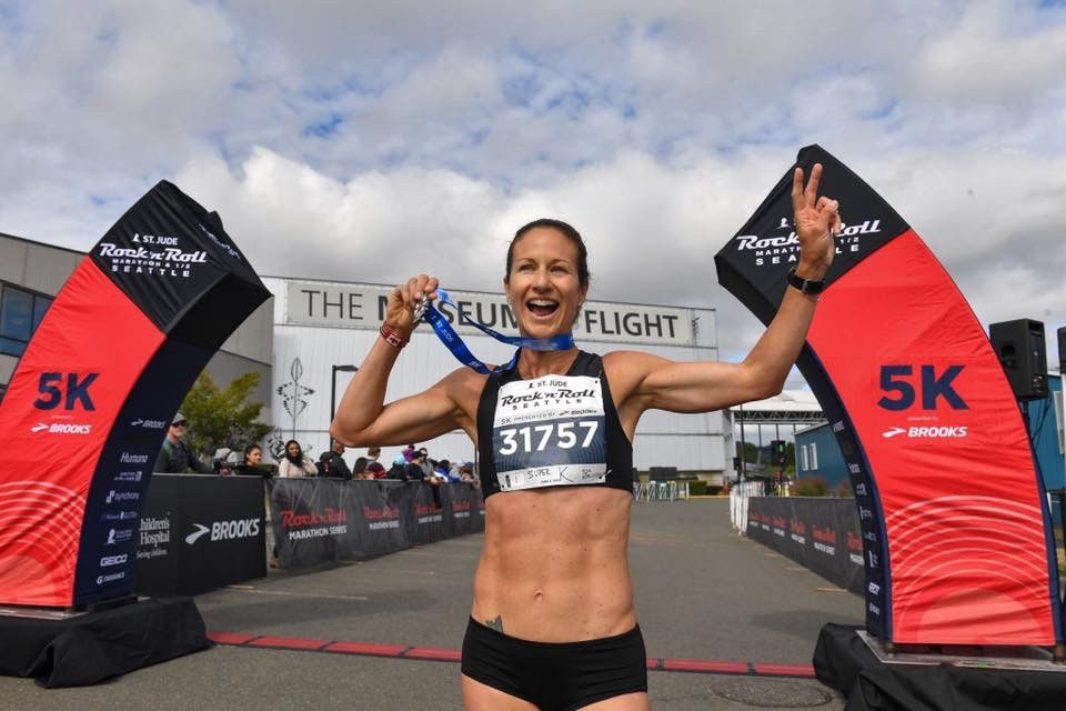 5k female marathon runner seattle